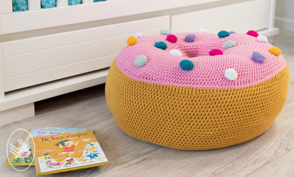 Gehaakte donut als zitkussen van durable cosy g brouwer & zn